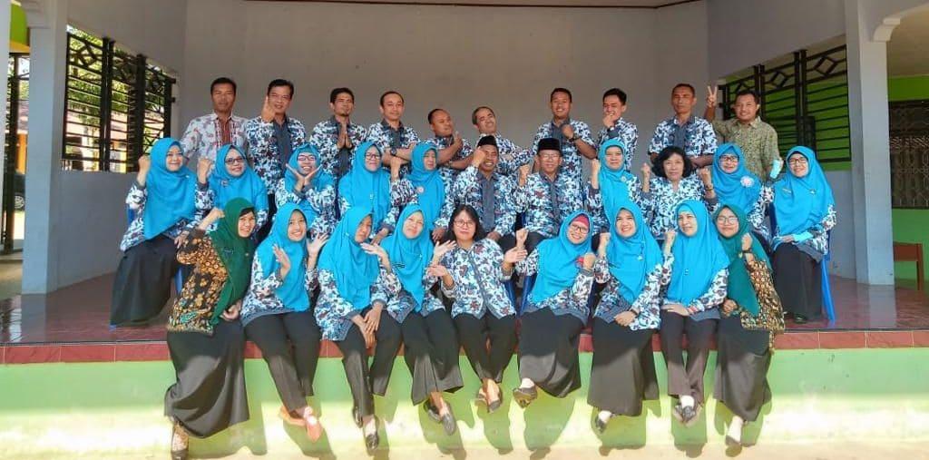 Foto Bersama di Depan Pendopo