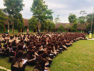 Siraman Rokhani setiap hari jum'at oleh siswa SMP N 1 Candiroto
